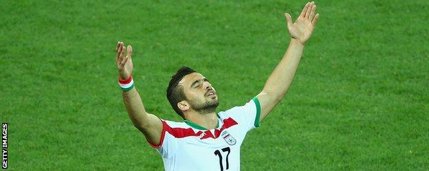 Alireza Jahanbakhsh celebrates with Iran