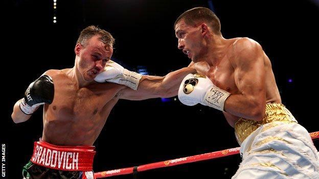 Lee Selby (R) beats Evgeny Gradovich (L)