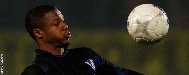 Kenny Otigba in action for Heerenveen