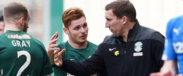 Alan Stubbs passes on instructions to Fraser Fyvie