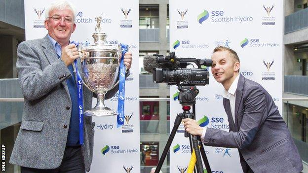 BBC Alba'€™s shinty presenter, Hugh Dan MacLennan (left) joins BBC Scotland shinty presenter, Jonathan Sutherland as they draw the Quarter-Final of the SSE Scottish Hydro Camanachd Cup