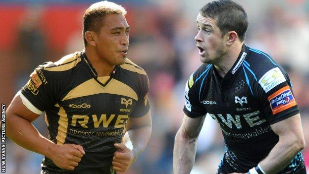 Jerry Collins (L) and Shane Williams (R) played together at Ospreys