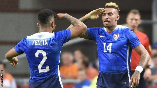 De Andre Yeldin (left) and Danny Williams of the United States