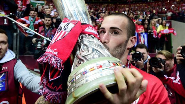 Aleix vidal barcelona sign 13m sevilla defender despite for Ban ban sevilla