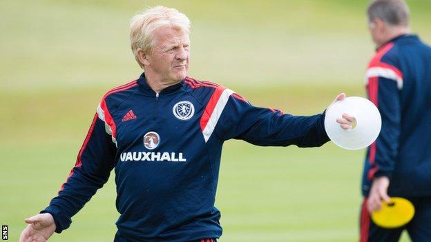 Gordon Strachan takes Scotland training