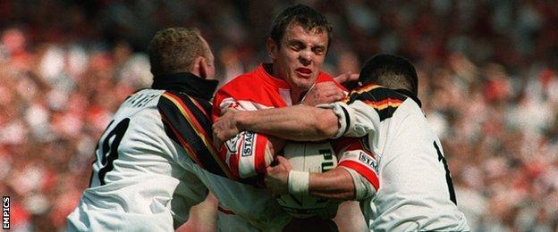 Steve Prescott of St Helens tackled by Jon Hamer and Robbie Paul