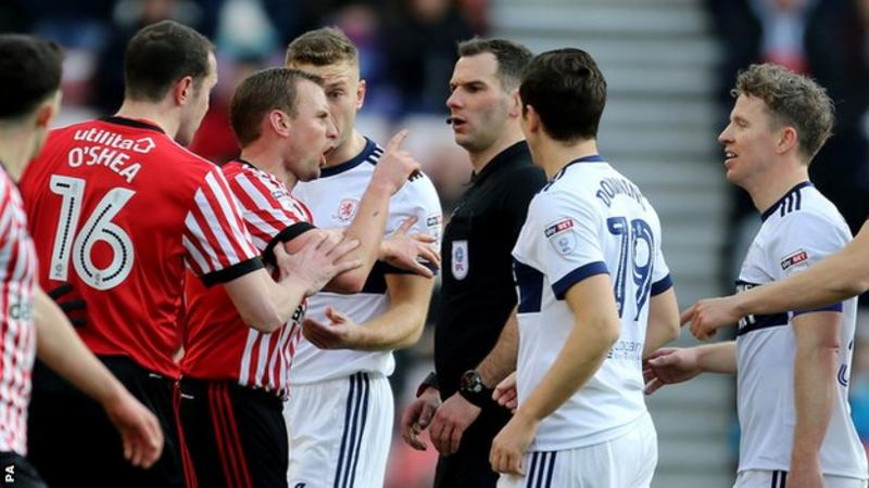 Sunderland and Middlesbrough players argue