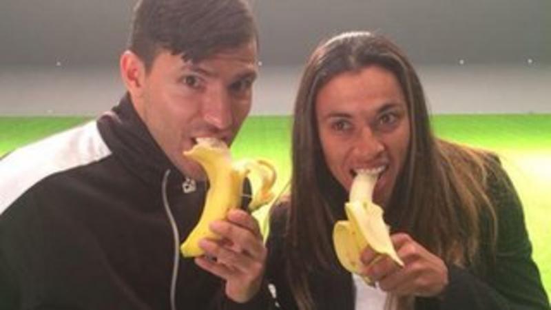 Dani Alves: Barcelona defender eats banana after it lands on pitch