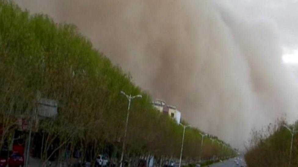Huge sandstorm hits China