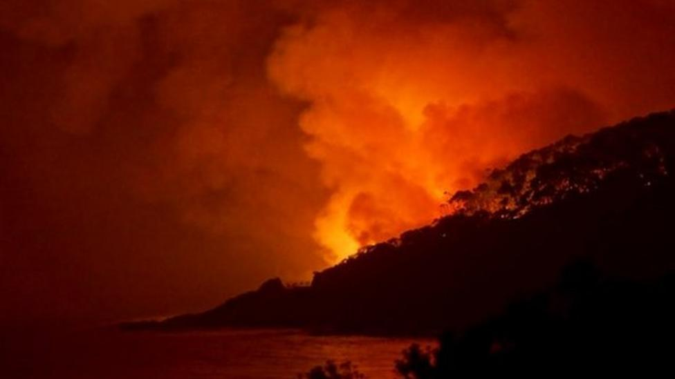Firefighters tackle Australian fires