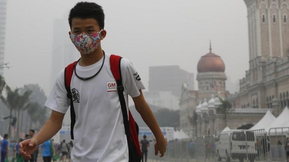 Smog closes schools in Malaysia
