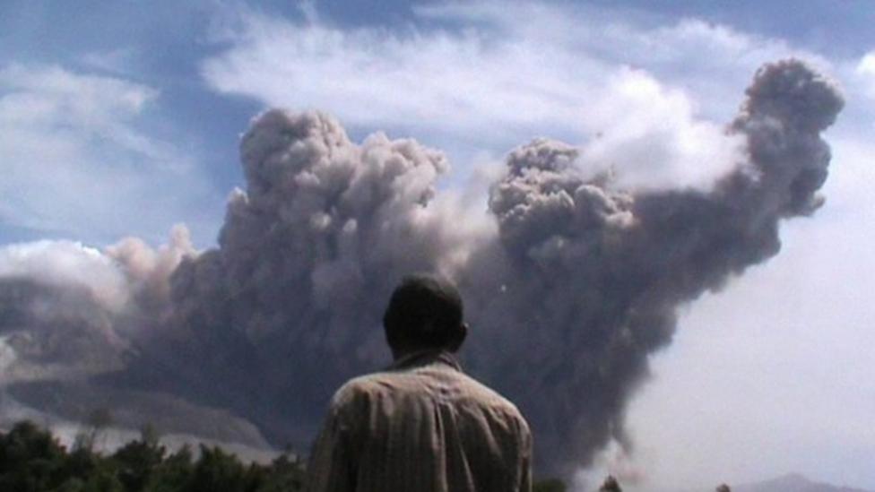 Volcano spews huge ash cloud
