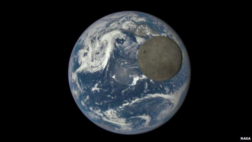 Nasa photographs moon's dark side