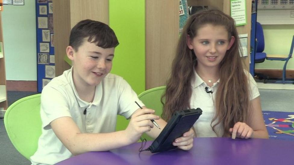 Kids react to tech from the 90s