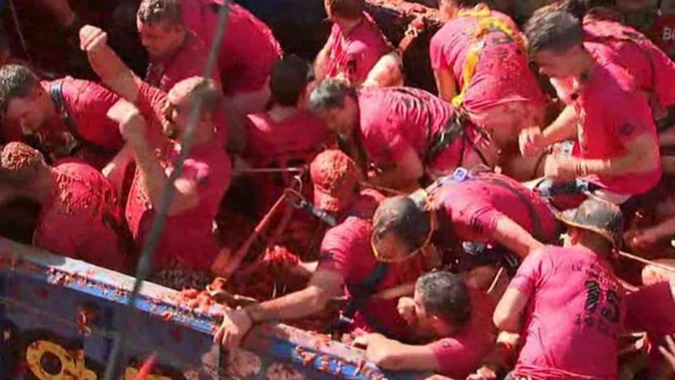 Tomato mayhem at Spanish festival