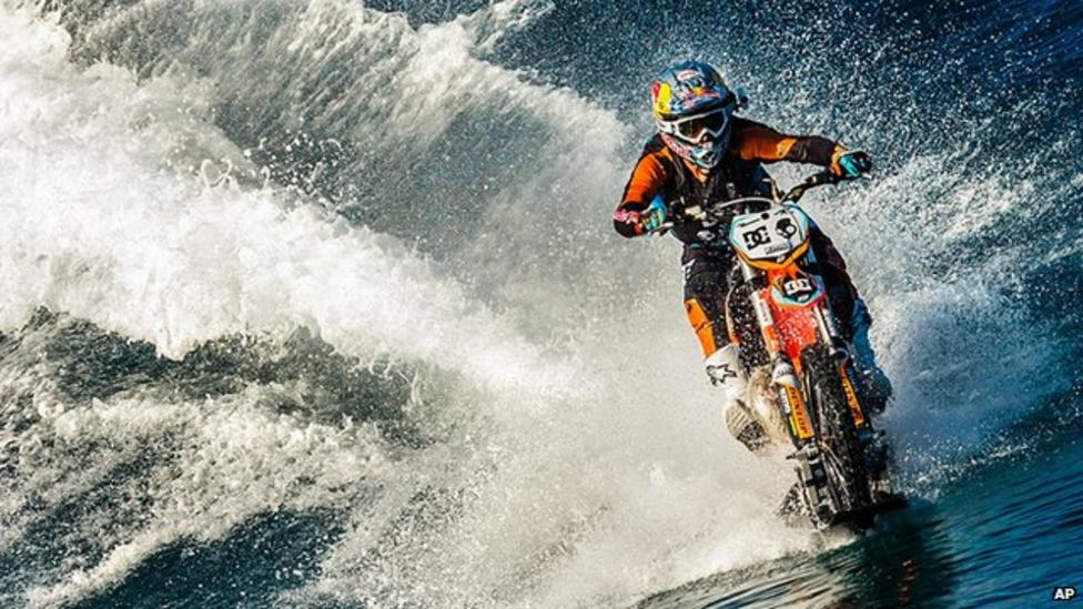 The biker who 'surfs' on water
