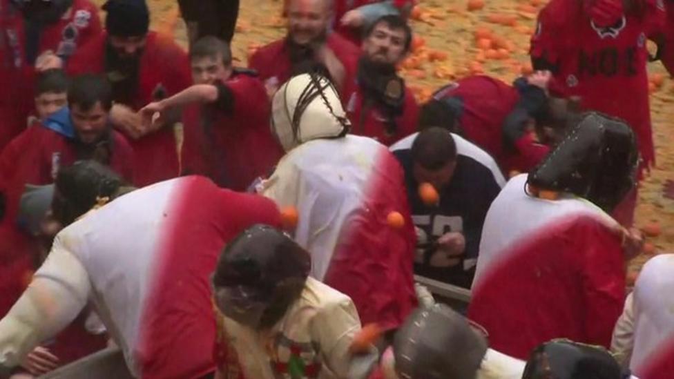 Thousands take part in Orange Battle
