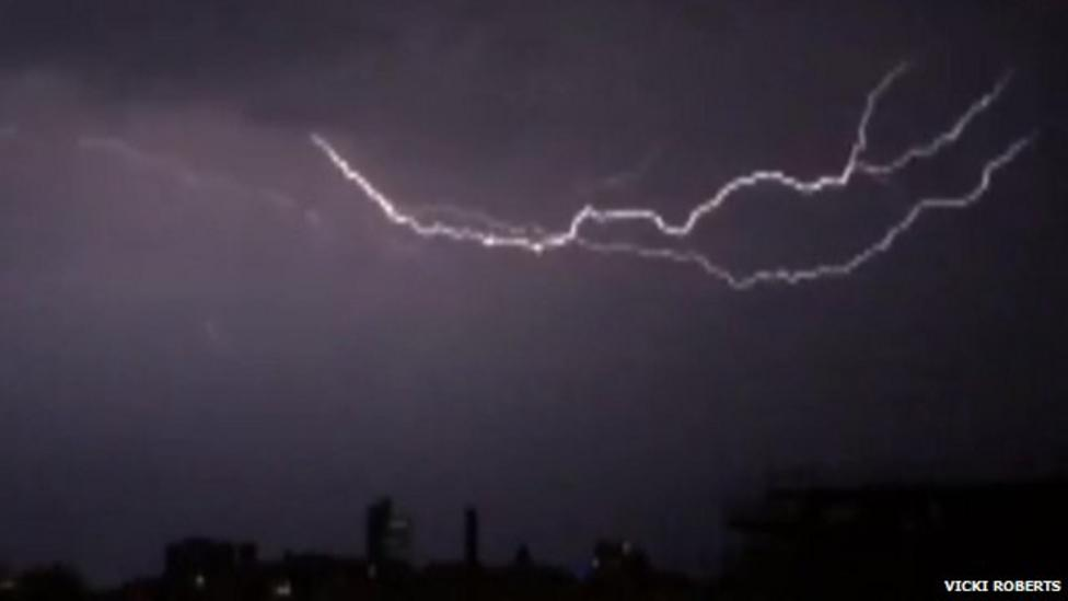Amazing video Manchester lightning