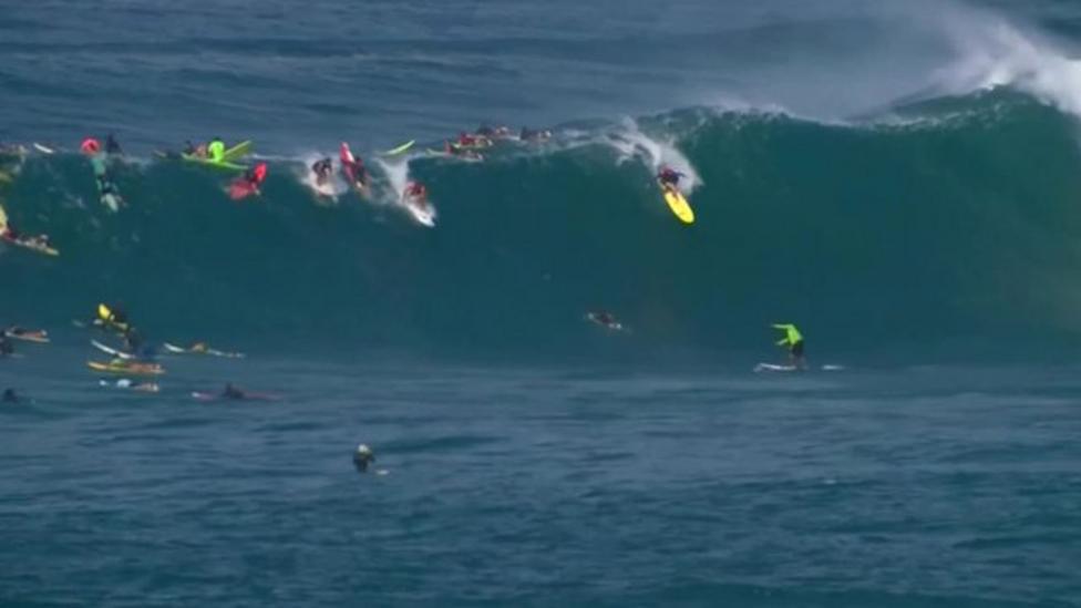 Surfers ignore wave warnings in Hawaii
