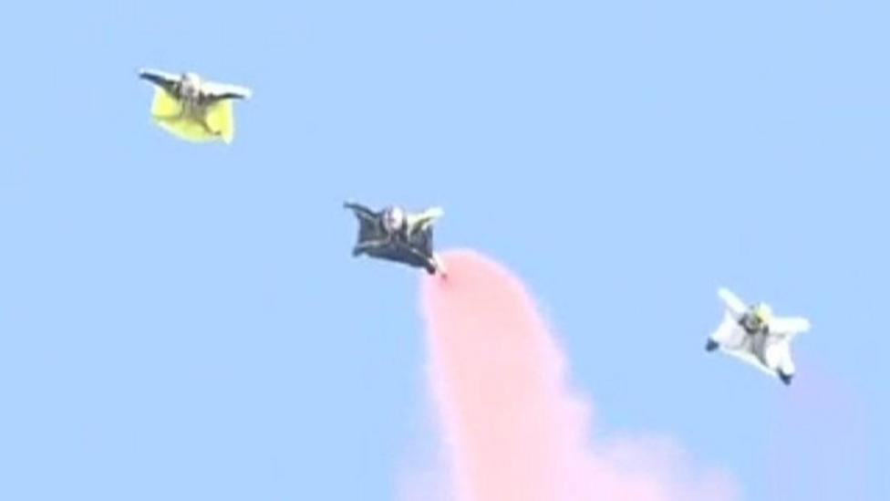 Incredible acrobatic display at air show