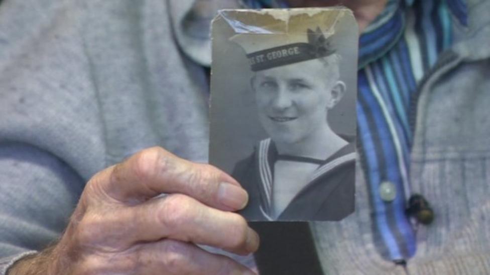 Kids talk to World War Two veteran