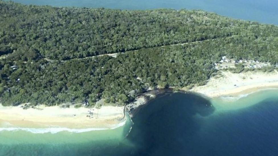 Sinkhole appears on beach in Australia