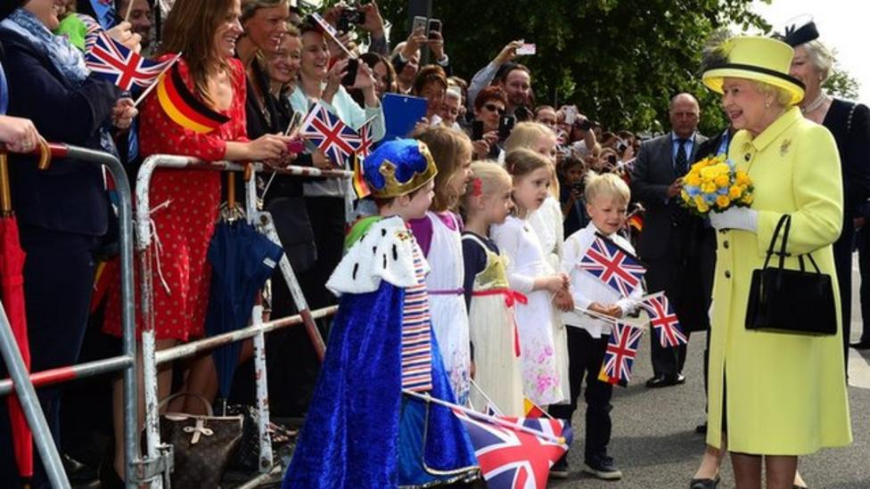 Kids tell Queen how to celebrate