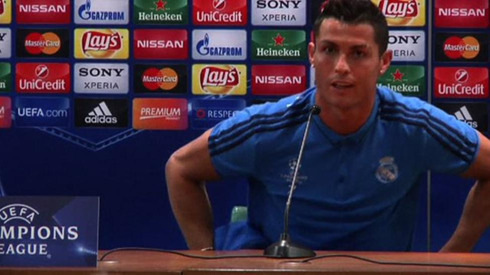 Ronaldo Walks Out Of News Conference