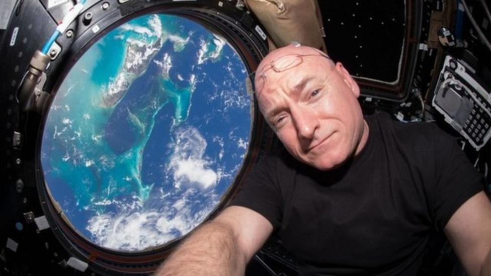 Astronaut Scott Kelly breaks record