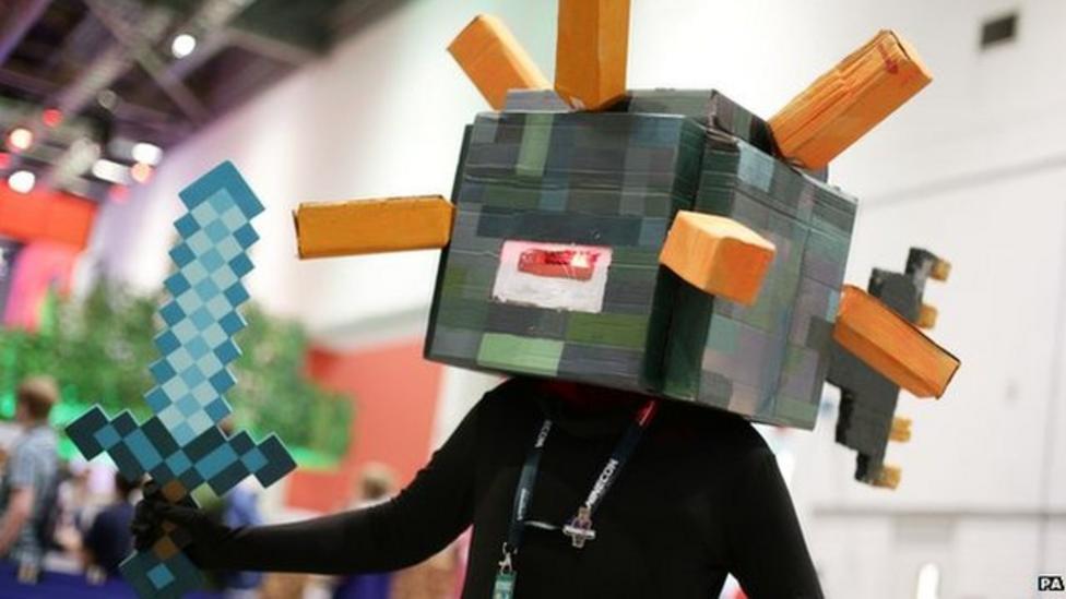Minecraft fans flock to Minecon show