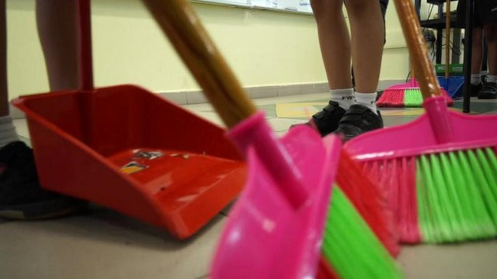 Singapore pupils to clean up schools