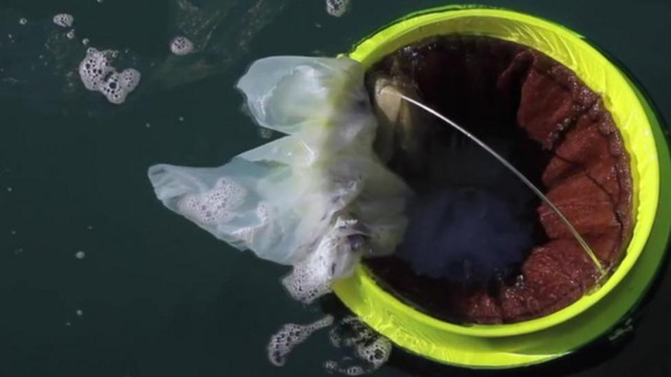Sea bin sucks rubbish from the ocean