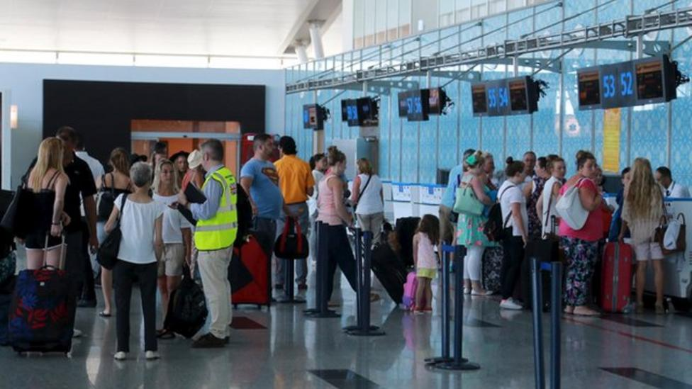 Britons fly home from Tunisia