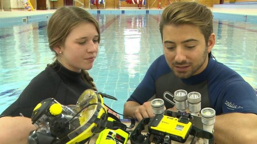Schoolgirl attempting record dive