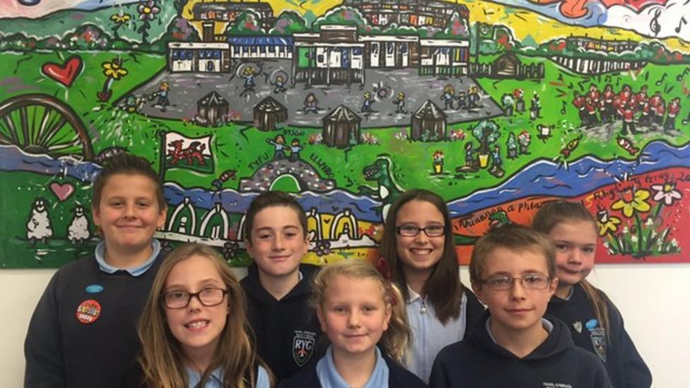 Aberfan schoolkids mark 50th anniversay