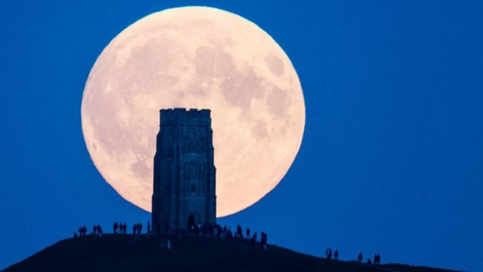 Top Tips On How To See The Supermoon This Weekend Cbbc Newsround