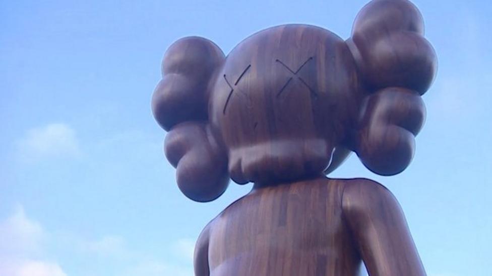 Toymaker's giant cartoon sculptures pop up