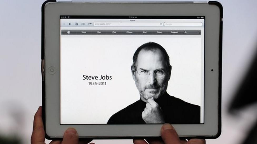 Apple boss Steve Jobs dies