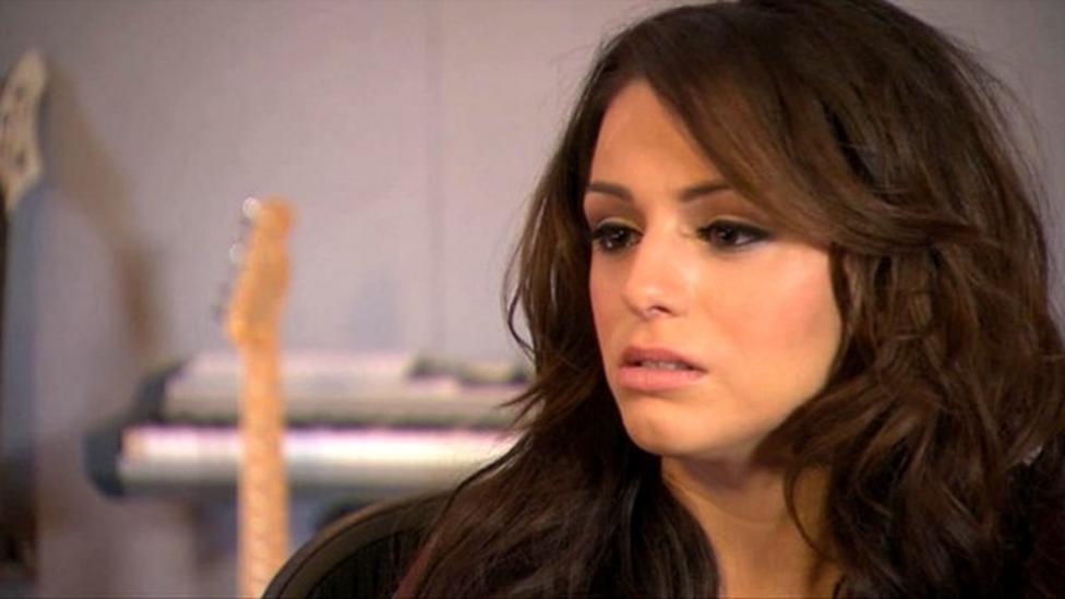 Cher Lloyd against cyberbullies