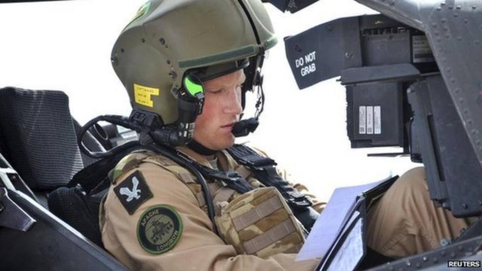 Prince Harry qualifies as pilot