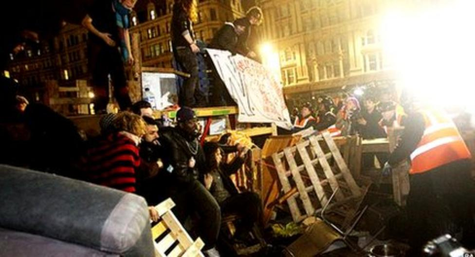 Protesters removed from St Paul's