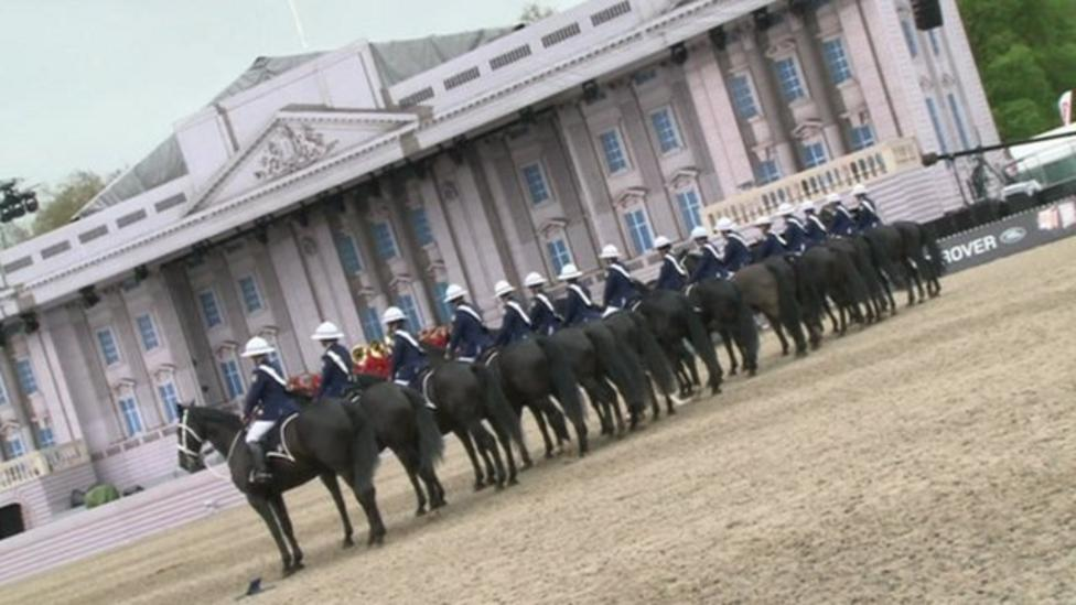 Horses fly in for Queen's party