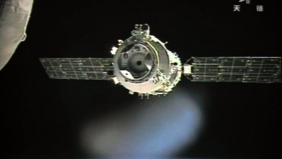 China modules link up in space
