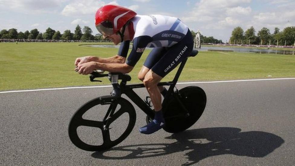 Wiggins wants new helmet law