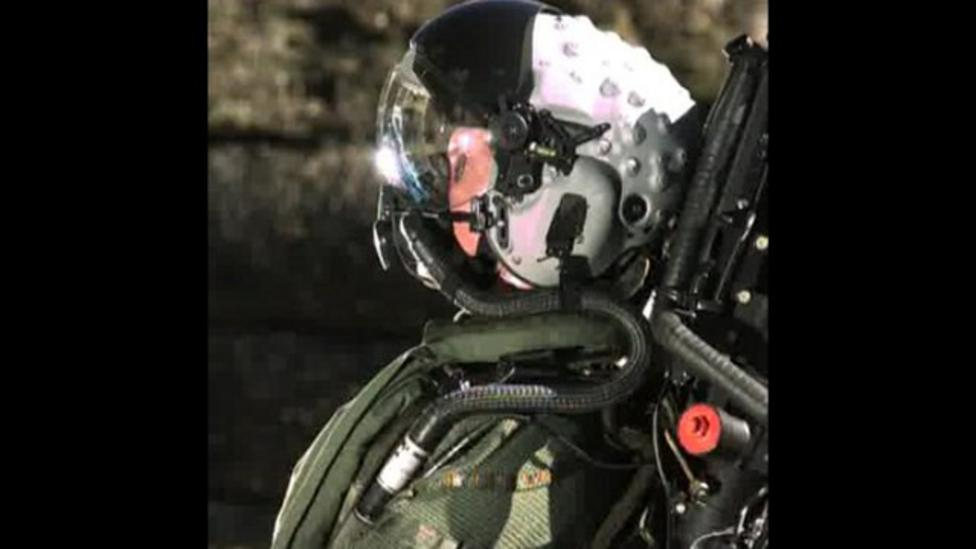 How to test a jet fighter helmet