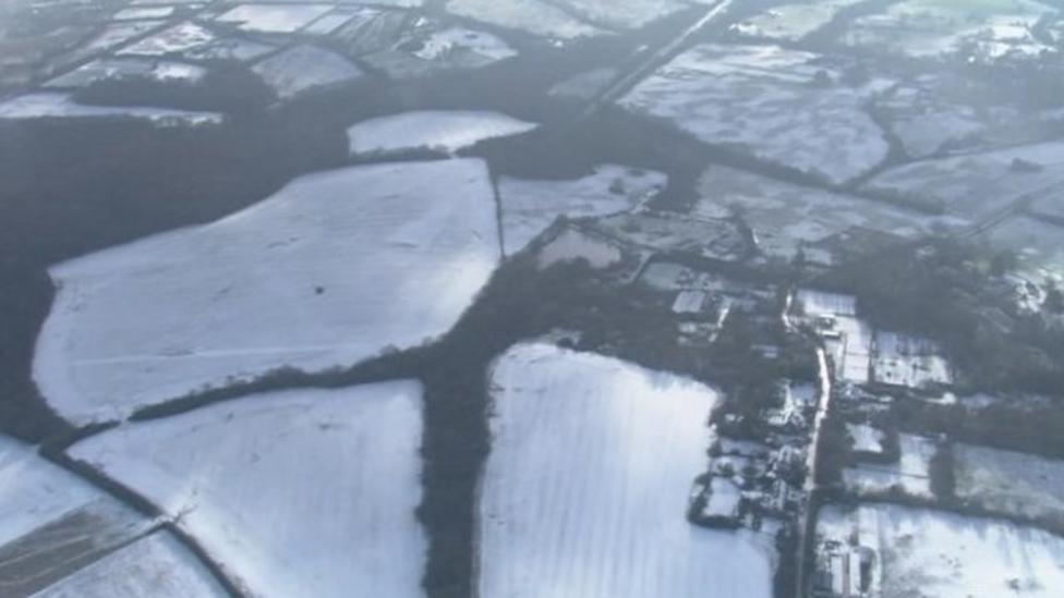 UK set for cold snap as snow falls