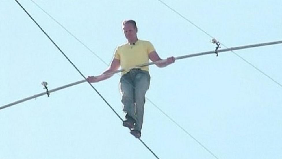 Tightrope walk above busy road
