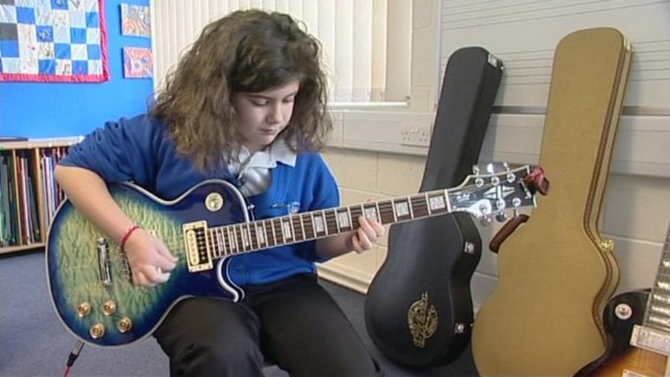 Video: See girl 10 rocking out on guitar