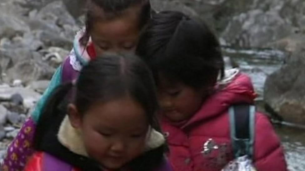 Video: China kids climb mountains to get home