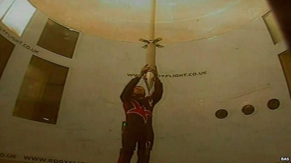 Wind tunnel tests on 'ice javelins'